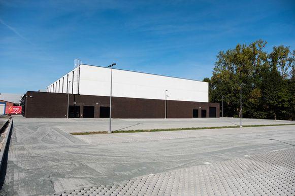 Aan zaal Den Box zijn ongeveer 300 parkeerplaatsen beschikbaar.