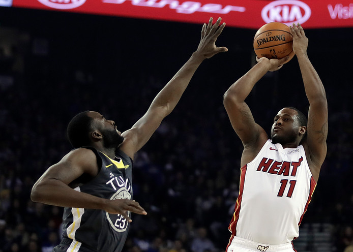 Miami Heat guard Dion Waiters en Golden State Warriors Draymond Green.