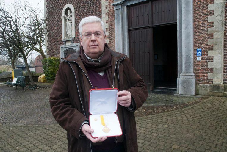 Giot met zijn pauselijke onderscheiding.