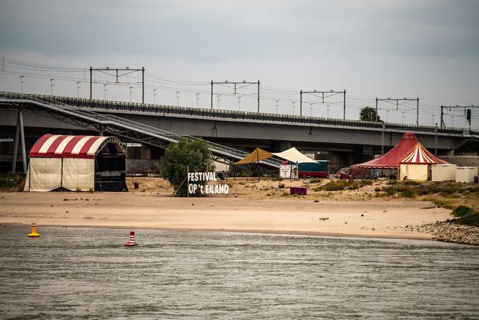 Het opbouwen voor de Vierdaagsefeesten 2018 in Nijmegen is in volle gang.