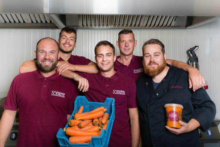 Het team van Soeprème, met in het midden zaakvoerder Tijs Callaerts.