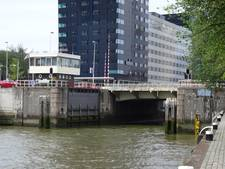 De Nieuwe Leuvebrug in Rotterdam kampt met motorische storing