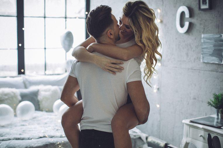 """Vijf maanden lang beleeft Laura (43) een affaire met de zestien jaar jongere Robin, wiens vrouw in die periode zwanger is van zijn eerste kind. Een uit de hand gelopen onenightstand. Voor hem wil de mama van twee tieners zelfs haar ongelukkige huwelijk opblazen. Maar de geheime relatie kent een dag voor de geboorte een abrupt einde. """"Ik blijf achter met een hoop verdriet"""", zegt ze. Waarop hij zegt: """"Sorry, het is wat het is, ik kan er ook niets aan veranderen."""""""