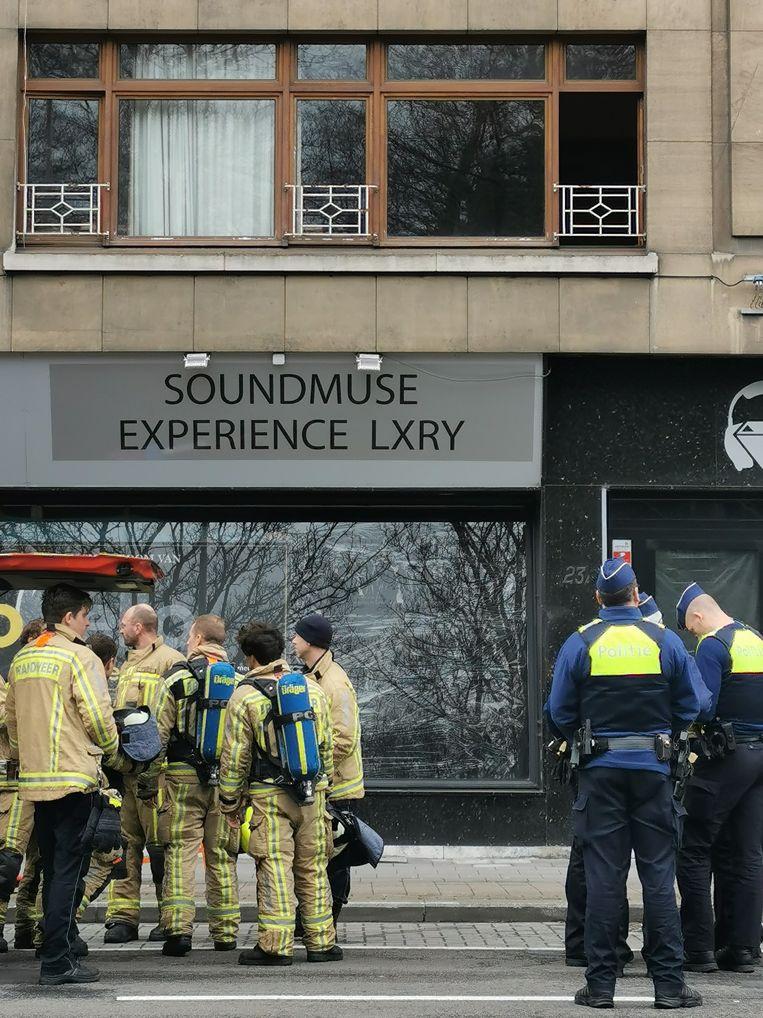 De brandweer deed metingen in het hele gebouw.