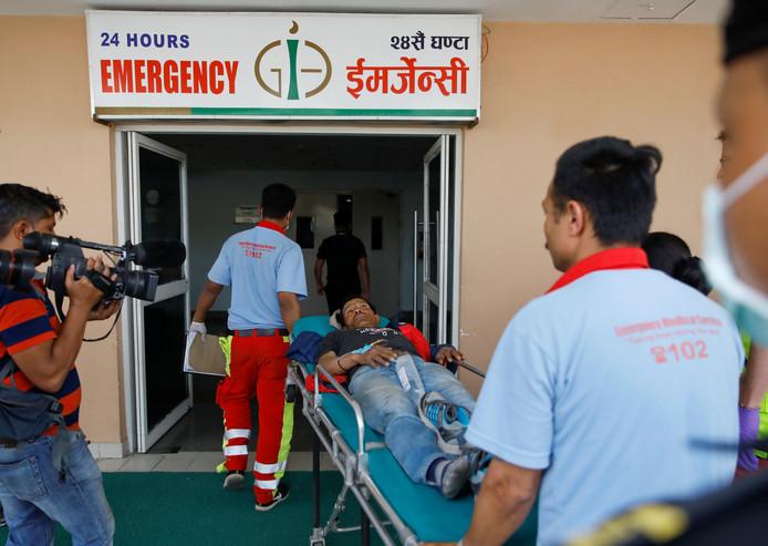 De gewonden werden naar een ziekenhuis in de Nepalese hoofdstad Kathmandu vervoerd.