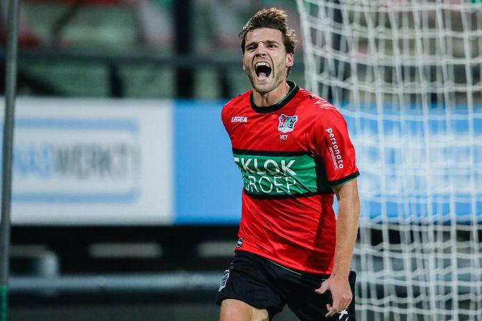 Middenvelder Javier Vet viert zijn doelpunt voor NEC tegen Go Ahead Eagles.