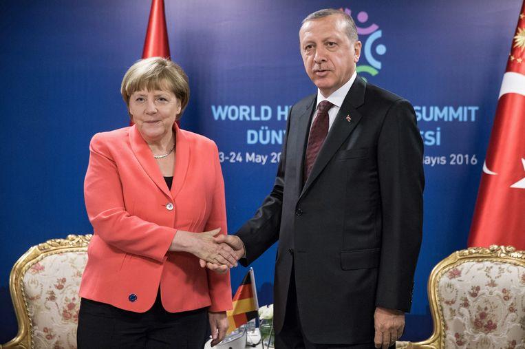 Duits bondskanslier Angela Merkel en Turks president Recep Tayyip Erdogan tijdens de VN-top in Istanboel gisteren.