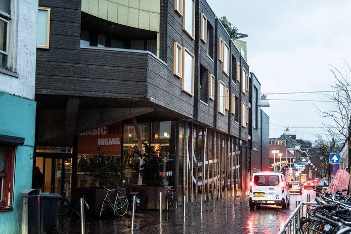 PR dgfoto Gelderlander Nijmegen: Daklozen slapen in parkeerkelder van appartementencomplex Tweede Walstraat. [OP DE FOTO: HET APPARTEMENTENCOMPLEX AAN DE TWEEDE WALSTRAAT, NAAST DE VLAAMSEGAS]
