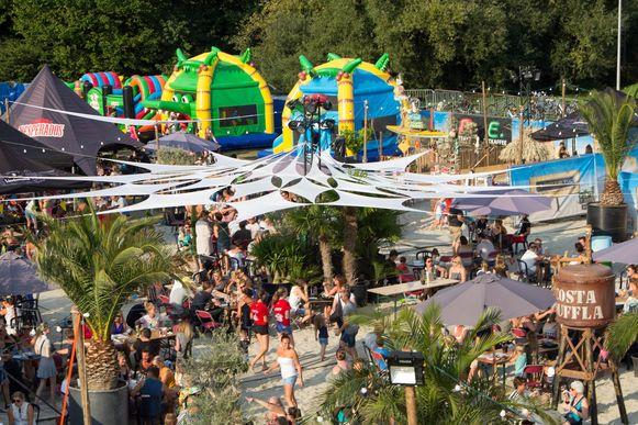 Costa Duffla vindt jaarlijks plaats op het G. Van der Lindenplein