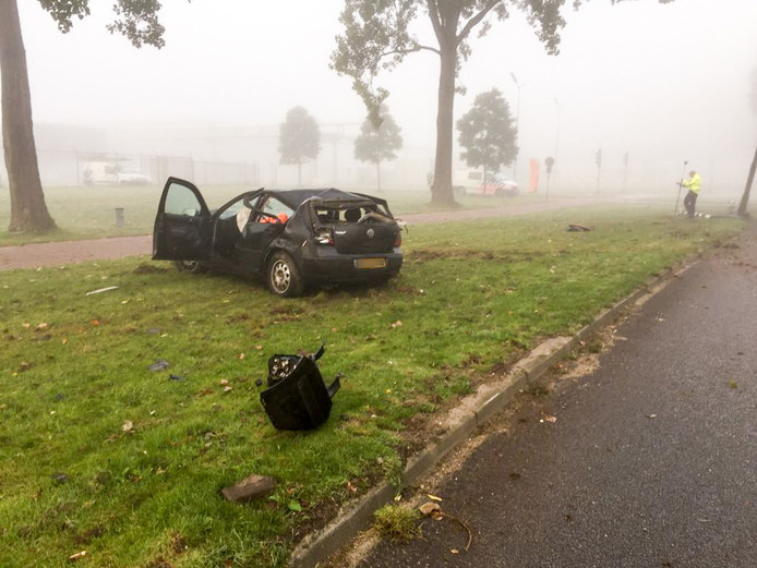 Ravage na het ongeval op de Westervoortsedijk in Arnhem.