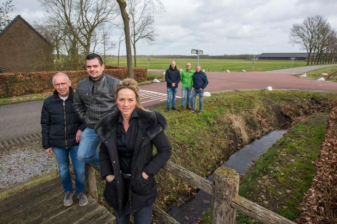 Johan Pijnenburg, Bram Vosters, Marieke van der Meijden, Tjeu Franken, Henk van den Oord en Henri van Agt (vlnr).