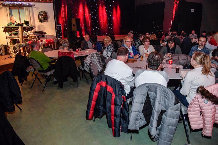 Al heel wat mensen vonden de weg naar Ice-Fest in de festivalhal. Nog tot het einde van de kerstvakantie kan je er terecht voor verschillende optredens.