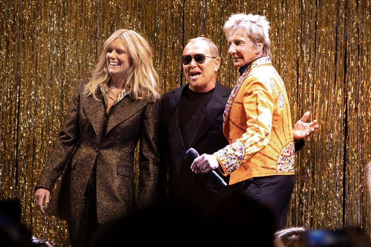 Designer Michael Kors (midden) samen met Patti Hansen en Barry Manilow.