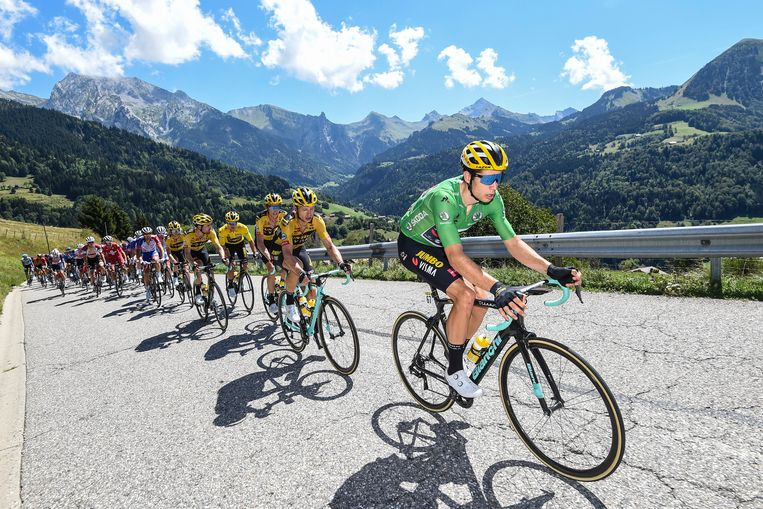 Van Aert voert het peloton aan in de vierde rit van de Dauphiné.