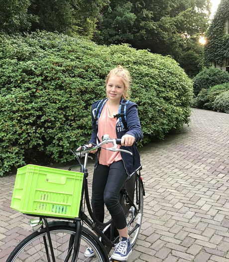 Zo fietst prinses Alexia voor het eerst naar de middelbare school