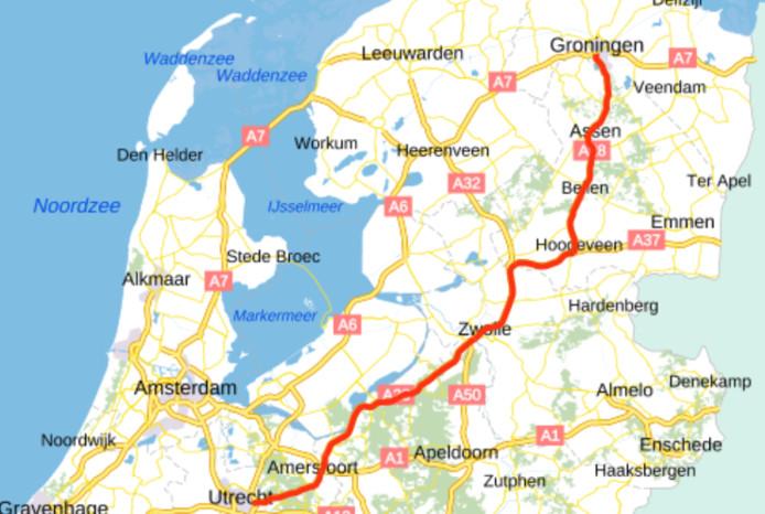 De A28 bij Hoogeveen gaat het rechtsaf richting Duitsland over de A37.