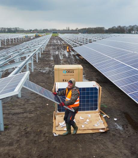 'Benut restruimte naast wegen en bedrijventerreinen voor zonneparken'