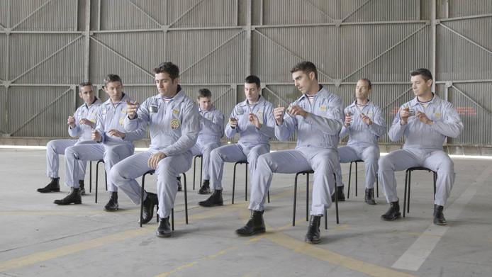 Het werk Forming Synchrony toont de training van stuntpiloten van de Franse luchtmacht. De video is gemaakt door kunstenaar Sjoerd Knibbeler en is te zien in De Groen in Arnhem.