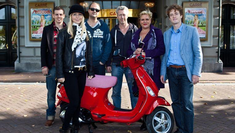 De cast van de musical Petticoat Beeld anp