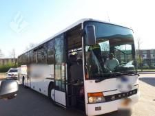 Touringcar met arbeiders van de weg geplukt: fikse boete voor alle 38 inzittenden