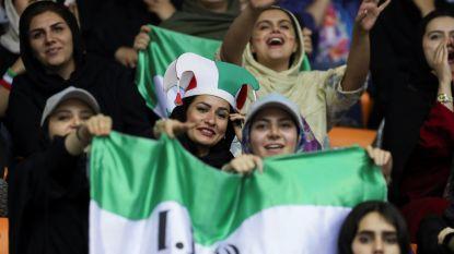 Iran heft stadionverbod voor vrouwen gedeeltelijk op nadat activiste zichzelf in brand steekt