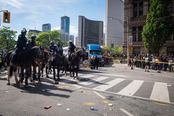Politie blokkeren een straat waar de gewonden verzorgd worden in Toronto.