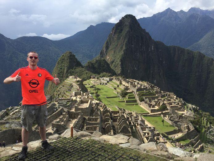 Joost Gulden (29) ziet dit jaar twéé dromen die uitkomen. ,,Uiteraard staat op nr 1 het kampioenschap van Feyenoord. De reis naar Peru en dan met name naar Machu Picchu is een tweede hoogtepunt'', schrijft de medewerker bij Stedin Rotterdam. Waarom die twee dan niet even combineren?