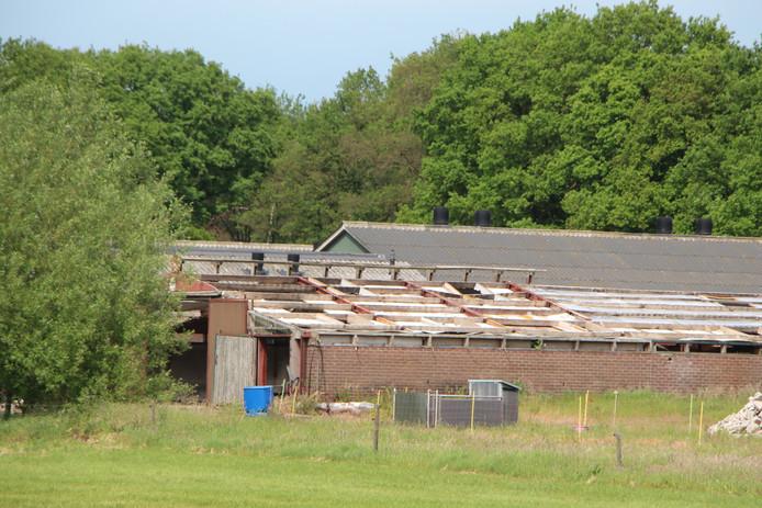 Asbest bij sloop stal.