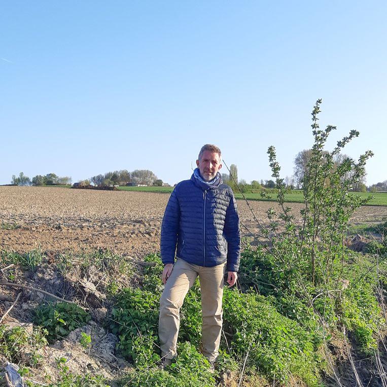 """""""Hier stond een houtwand om erosie tegen te gaan. Die moet zo snel mogelijk hersteld worden"""" zegt Filip Hebbrecht."""