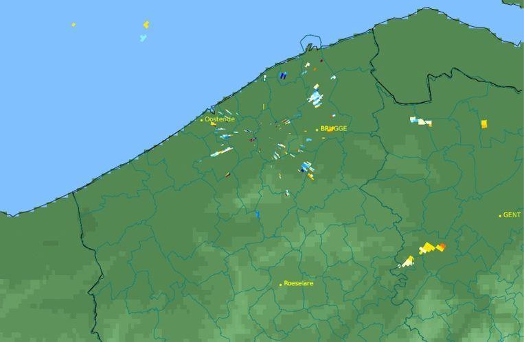 Dit radarbeeld toont de toestand boven Jabbeke voor middernacht...