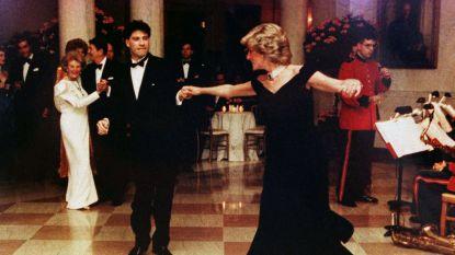 """'Travoltajurk' van prinses Diana gaat de vriezer in: """"zodat motten er niet aankunnen"""""""