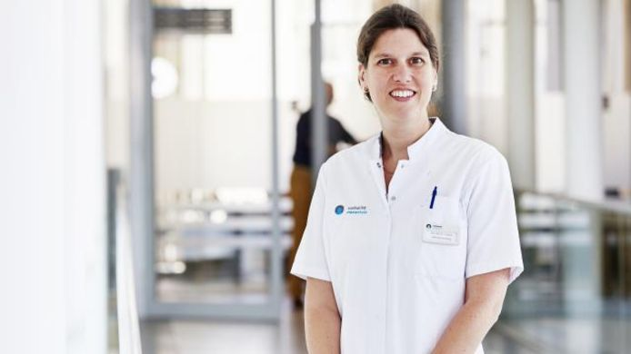 Internist-oncoloog Birgit Vriens promoveerde in 2017 op onderzoek naar chemokuren tegen borstkanker.