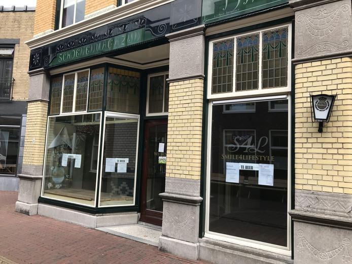 Het voormalige winkelpand van Smile4lifestyle aan de Meddosestraat staat te huur.
