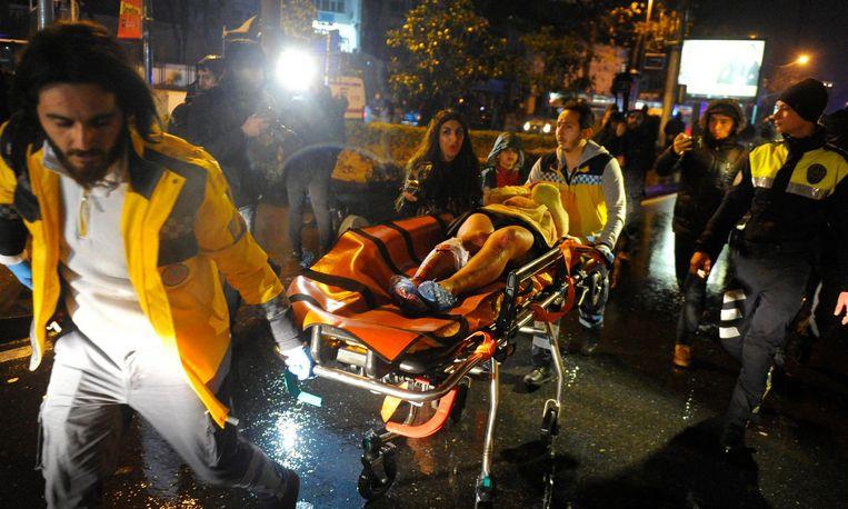 1 januari 2017: een man opent in de nieuwjaarsnacht het vuur in club Reina in Istanbul. Er vallen 39 doden en 69 gewonden. Beeld epa