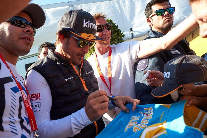 Fernando Alonso op bezoek bij McLaren.