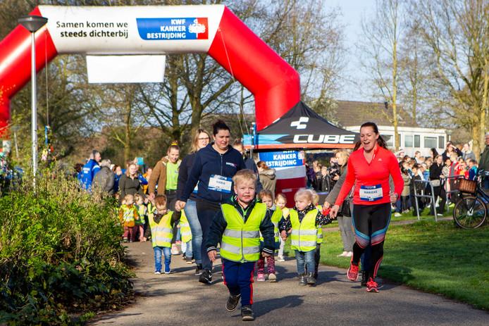 De allerkleinste deelnemers tot vier jaar lopen één rondje van 150 meter.