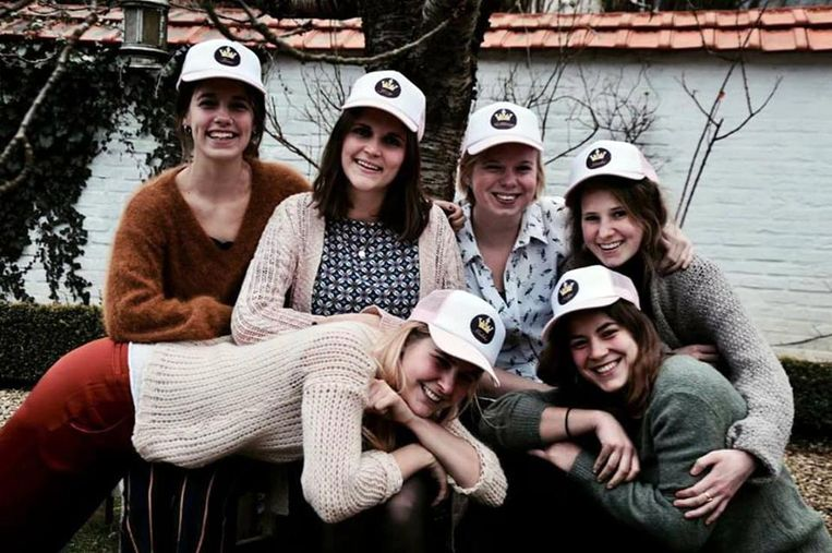 Onder de noemer 'Ik om(w)arm je' hebben deze vriendinnen uit Overijse acties georganiseerd om kankeronderzoek en kankerpatienten te steunen.