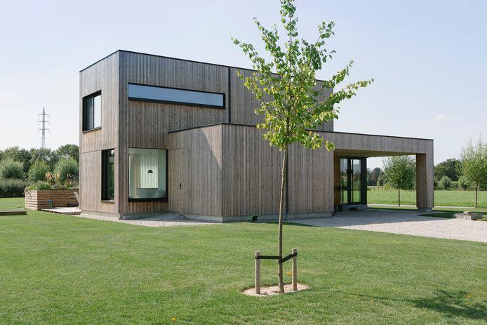 Le couple a aussi porté attention aux aspects éco-énergétiques de leur construction à ossature bois. Ainsi, la maison affiche un niveau E de seulement 19.