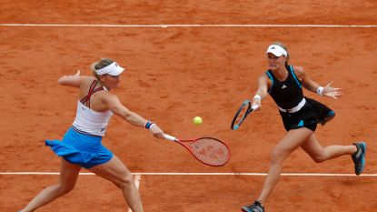 Timea Babos en Kristina Mladenovic steken dubbeltitel Roland Garros op zak
