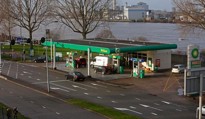 Tijdens de nieuwjaarsnacht probeerde een man de BP onder de Zwijndrechtse brug te overvallen.