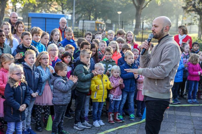 Het optreden van Aïrto, bekend van Beste Singer-Songwriter van Nederland, viel ook in de smaak op de voorleesdag.