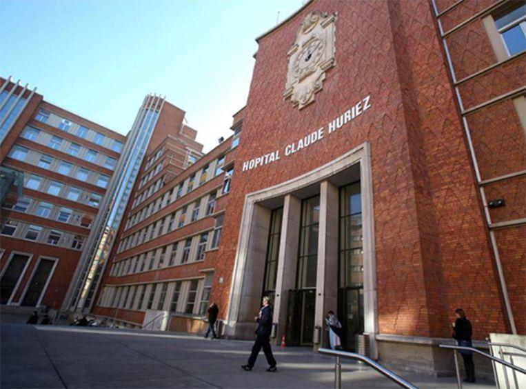 De vrouw was met leverproblemen opgenomen in het  Claude Huriez-ziekenhuis in Rijsel. Of die haar dood hebben veroorzaakt, is nog onduidelijk.