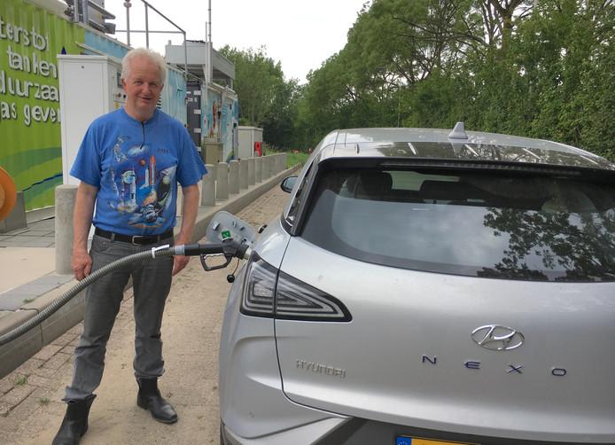 Jan Keijzers uit Vlierden schafte een waterstof-auto aan.