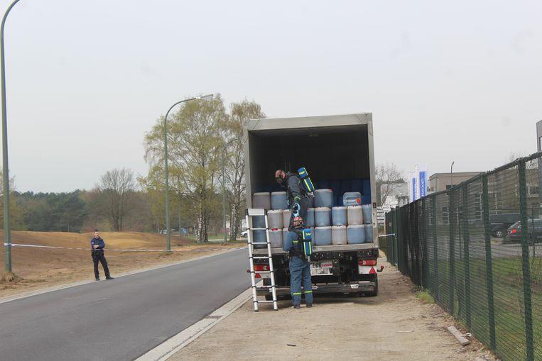 Beeld van de oplegger vol drugsafval aangetroffen in Overpelt.