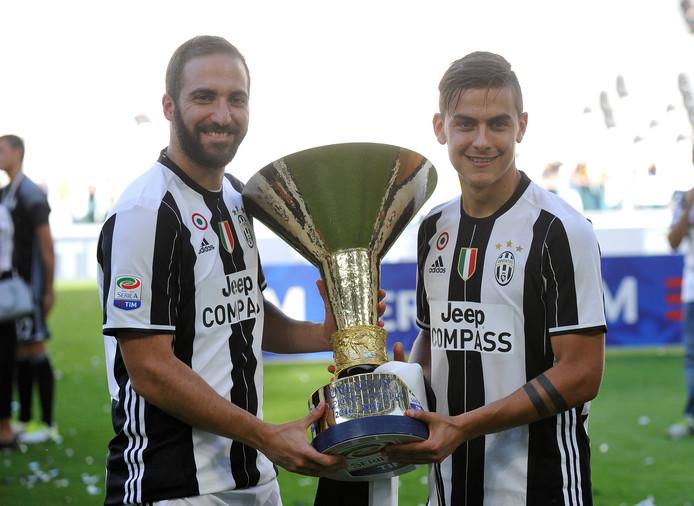 Het Argentijnse koningskoppel van Juventus: Gonzalo Higuain (l) en Paulo Dybala.