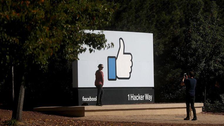 Een bord bij het hoofdkantoor van Facebook. Beeld anp