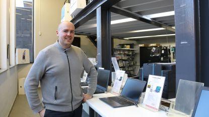 """Winkeluitbater houdt dief in bedwang tot politie er is: """"Hij was de enige klant en toonde te lang interesse voor die ene laptop"""""""