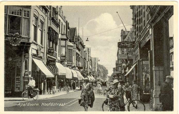 Een foto uit de oude doos, van de Apeldoornse Hoofdstraat