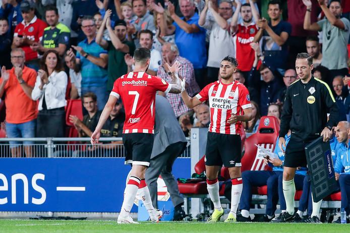 Maxi Romero maakt zijn debuut voor PSV 1 en vervangt Gastón Pereiro, tegen FC Utrecht.