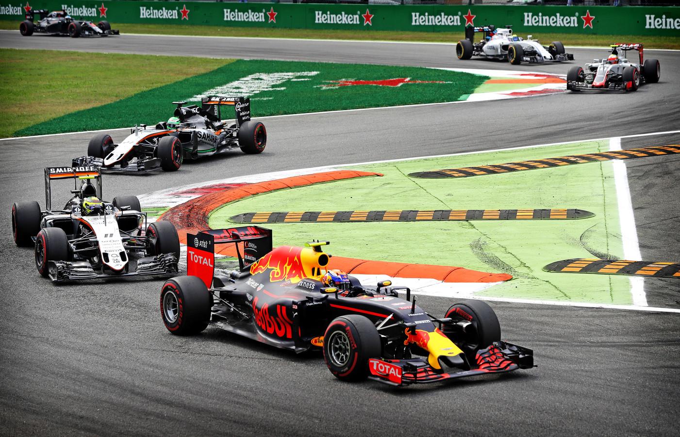 Max Verstappen op het circuit van Monza in 2016.